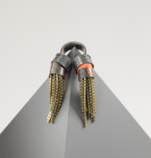 Double ring with chain tassels.