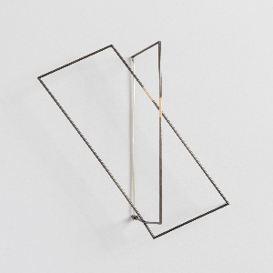 Brooch consisting of two intersecting wire rectangles.