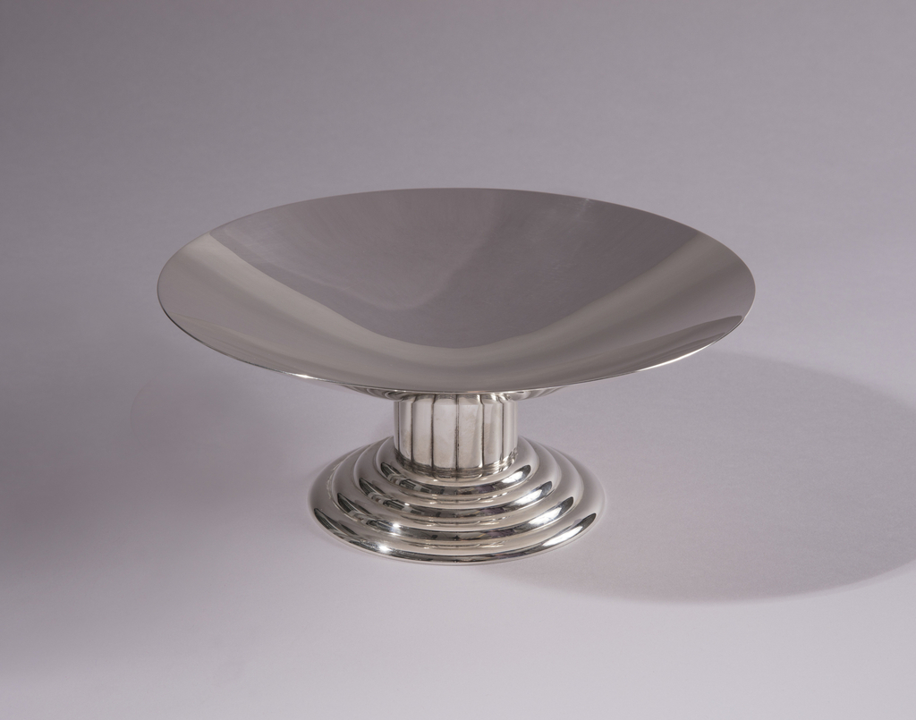 "Footed, wide shallow bowl. The base is circular and consists of four small ""steps""."