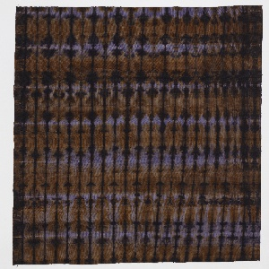 Irregular vertical stripe with tie-dye effect, in purple and tobacco brown on off-white ribbed cotton.