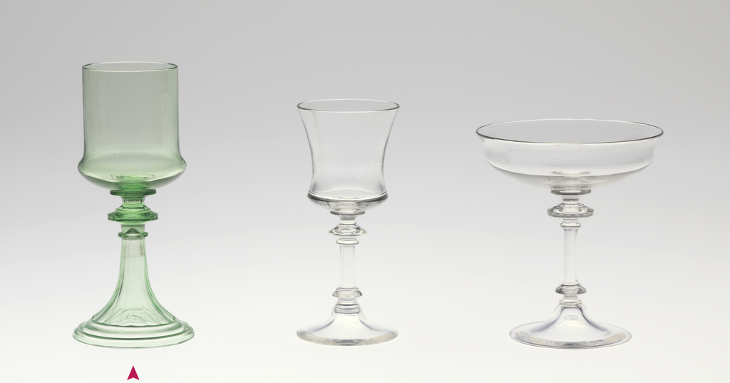 "Mouth-blown crystal wine glass, cut and polished ornamental engraving in the ""Greek"" style in green."