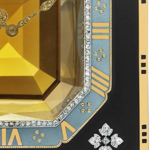 61.2016.3Rectangular 8-day movement, gold-plated, 14 jewels, Swiss lever escapement, bimetallic balance, Breguet balance spring; Hand-setting and winding mechanism underneath the base