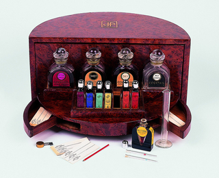 Cocktail Bar Perfume Presentation