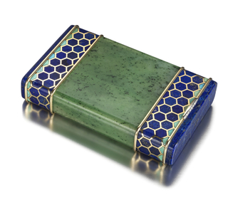 Rectangular case carved from a single piece of Siberian nephrite with borders in a honeycomb pattern, hinged to open at one end