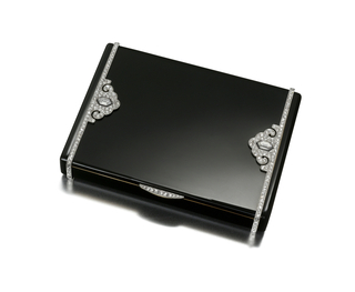 Cigarette case in black enamel with bands and stylized palmette motifs set with rose-cut diamonds and two hexagonal-cut diamonds, with a diamond-set thumbpiece