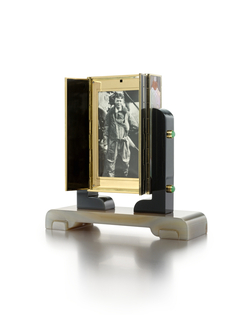 Mechanical Picture Frame