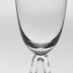 Thin, mouth-blown thin crystal beer glass.