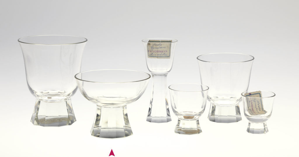 Mouth-blown crystal, bell-shaped champagne cup, facet-cut and polished base.