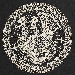 Doilies And Inserts (4)