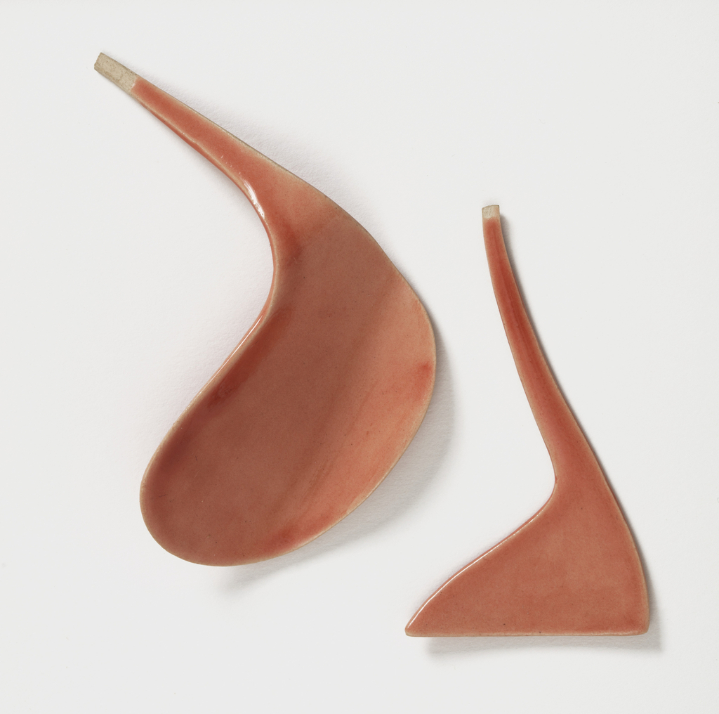 A set of tableware with warm colors and delicate folds invites erotic foreplay with food.