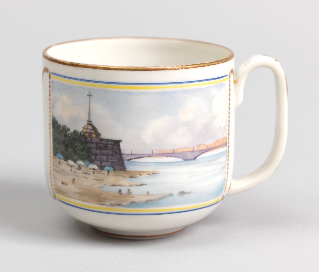 Cylindrical, rounded bottom, loop handle; painted on front with polychrome enamel image of Peter and Paul Fortress and Kirovsky (Troitsky) Bridge over Neva River; back decorated with gilded image of Egyptian Sphinx from Embankment at University Wharf.