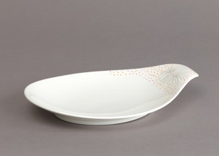 Teardrop form platter with extended handle bearing decoration of stylized sunburst pattern of black lines with pink and orange dots on a whtie ground.