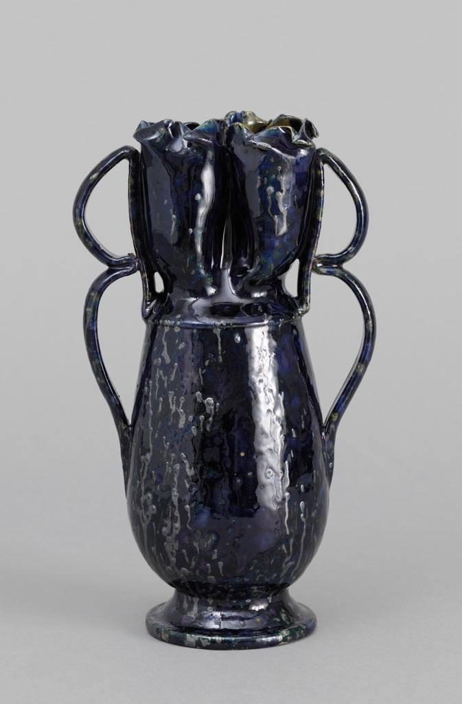 Double-handled Vase (USA)