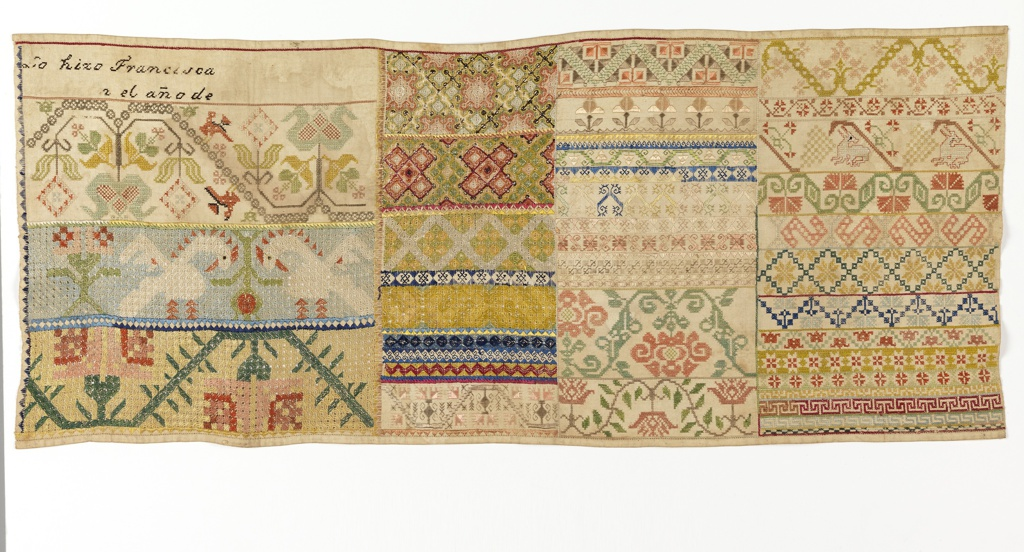 Four panels of pattern with inscription in Spanish.