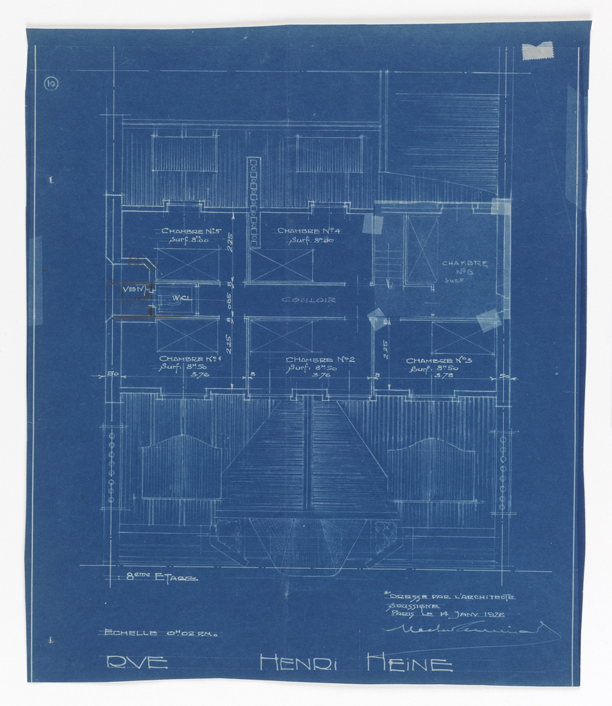 Floor plan for the 8th half floor in the apartment building on Rue Heine. Design indicates the half floor through the depiction of the roof. Labels of rooms and scale noted throughout drawing.