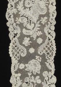 Pair of bobbin lace lappets. Floral pattern