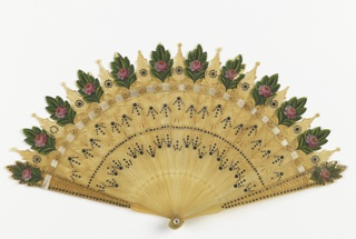 Brisé fan with sticks of horn painted with leaves and roses at the tips and decorated with steel spangles; silk connecting ribbon; mother-of-pearl washer at the rivet.