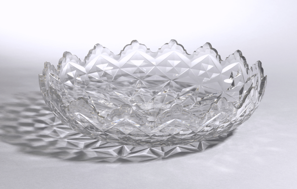 Wide round bowl, low sides; shallow diamond and cut pattern and broad star cut bottom. Deep, trefoil rim.