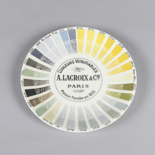 Color chart plate with shades of gray, green and yellow, defining the full range of vitrifiable colors available with porcelain. Shows variation of individual colors when floral decoration makes a mix of solid color and white, giving us an idea of the aesthetic concerns of the age.
