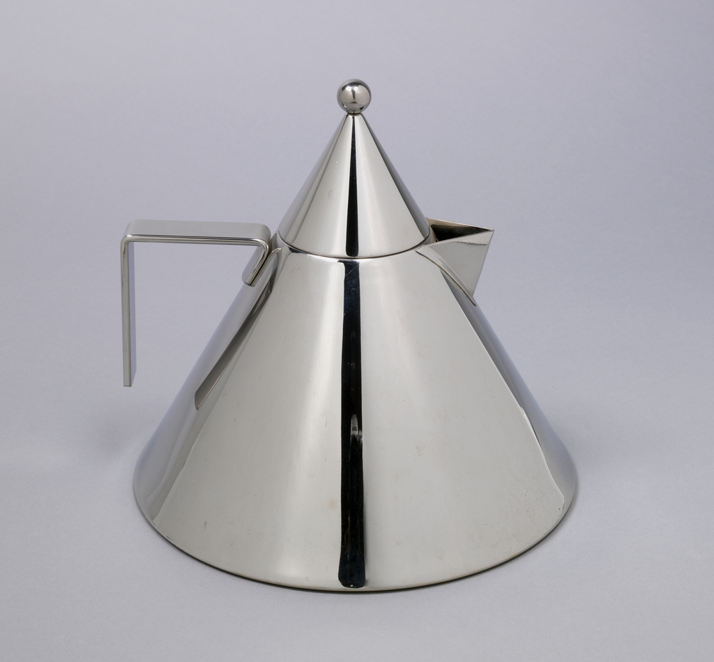 "Conical kettle (a), the sides tapering sharply to circular neck; triangular spout, with ""L"" shaped flat strap handle opposite. Wide flat base with concentric indented rings on underside. Conical cover (b) with spherical finial. Surfaces polished to mirror finish."