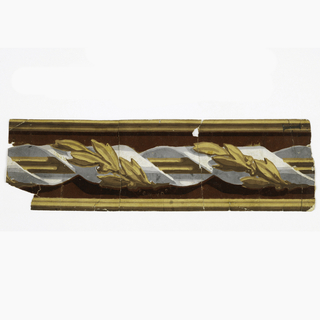 Narrow border with wide central band of fluted rod and ribbon twist. The ribbon contains a band of bay leaves. Ogival moldings along top and botom edges. Printed in white, shades of gray, burgundy flock and yellow ocher.