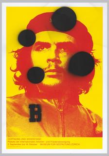 In yellow and red, a photo of Che Guevara; with 4 black spray painted circles and the letter B. In lower margin: HOFFNUNG UND WIDERSTAND / Plakate der internationalen Arbeiter- und Friedensbewegung / 2. September bis 18. Oktober MUSEUM FUR GESTALTUNG ZURICH / D-Fr. 10-18 Mi 10-21 Sa/So 11-18.