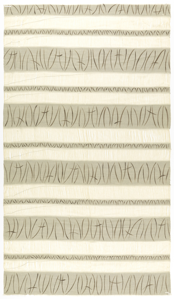 Design of horizontal bands in grey with black wisp patterns. Between these bands light colored warp.