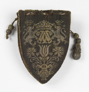 Small pouch with drawstring made of four rectangular pieces with pointed curves on the bottom edge. Each panel is identical and has two lions facing a monogram surmounted by a crown above a vase containing a tulip and a carnation.