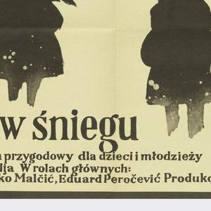 """On off-white ground, the image in black: silhouetted figures of men and women in black,  in voluminous clothes, carrying large bundles and bags. At lower left, inscription: """" Pociag w sniegu / Jugoslawianski przygodowy dla dzieci mlodziezy / Rezyseria: Mate Relia W rolach glownych: / Slavko Stimac, Zeliko Malcic, Eduard Perocevic Produkcja: Croatia Film """"."""