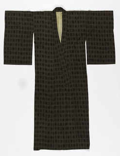 Straight-cut robe with short rectangular hanging sleeves. Dark gray design of small patterned rectangles on a lighter gray ground. White silk lining at upper back.