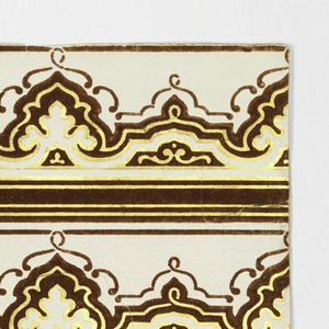 Horizontal rectangle. Row of scrollwork, accompanied by alternating stripes of red flock and gilt. Printed two across.
