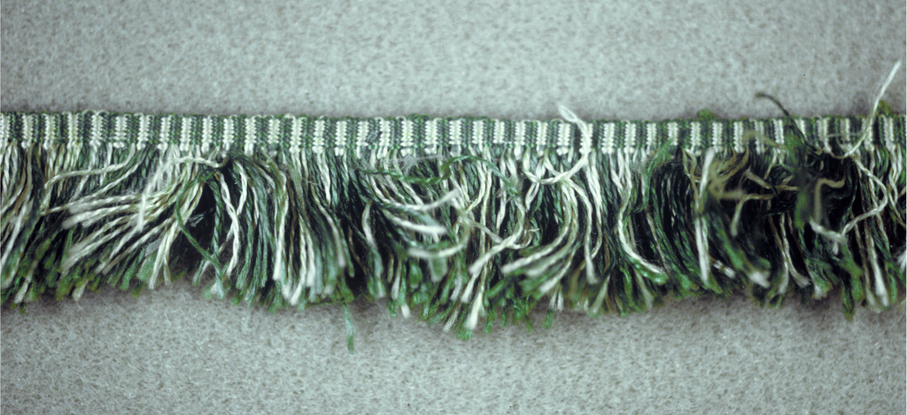 Green and white fringe with a plain-woven heading and a thread skirt.