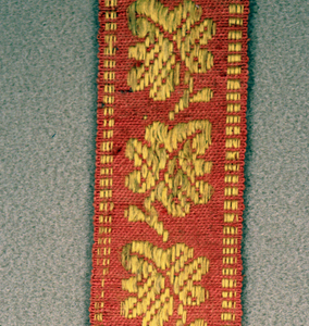 Red ground with yellow warp figure of leaves alternately turning left and right.