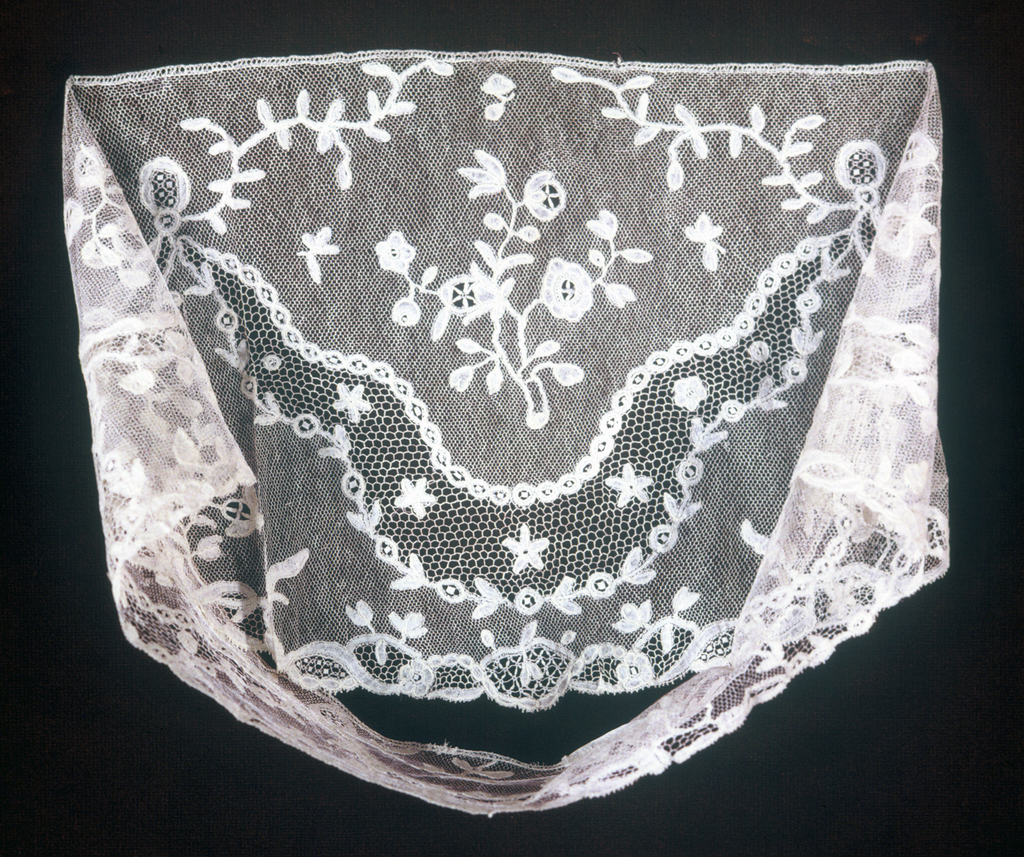 Sleeve ruffle shape with detached flowering sprays and leaf ornaments.