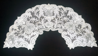 Unmounted fan leaf. Brussels-style bobbin lace with design of leaves and scrolls with ornamental fillings.