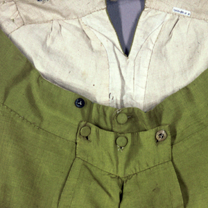 Man's breeches in yellow-green ribbed silk lined with undyed linen. Self-covered buttons at the sides of the leg and front opening.