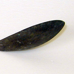 Elongated subtly pointed shallow oval bowl, the long curving stem incised with four lines below the terminal.