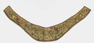 Long collar made of pieces of embroidery, lined with white silk and edged with metal lace; the embroidery shows flowers in colored silks and bands and ornaments in metal thread.