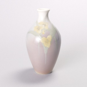 Elongated ovoid with slightly flaring neck. White on top, shading into grayish mauve toward bottom. Slip-painting of yellow lilies with pale green leaves.