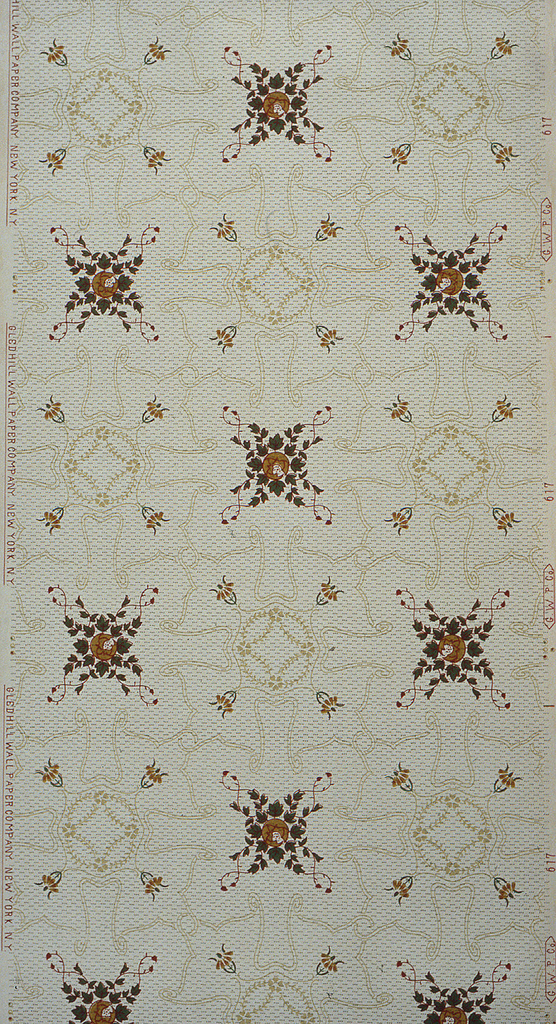 On light green ground, an outlined treillage motif in light green-beige with four-pointed motifs composed of green leaves outlined in red and a central crescent in gold.