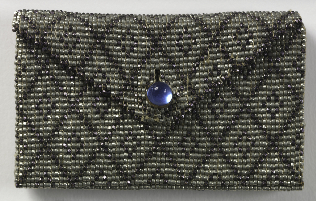Small purse that fits inside 1920-21-1-a.