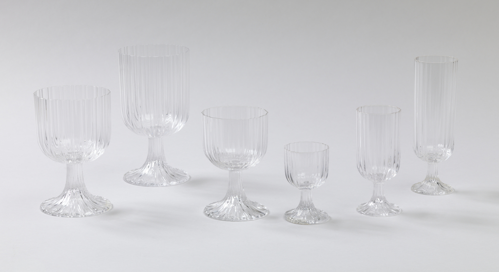 White wine glass; Ribbed surface