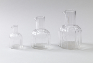 Large carafe;  Ribbed surface