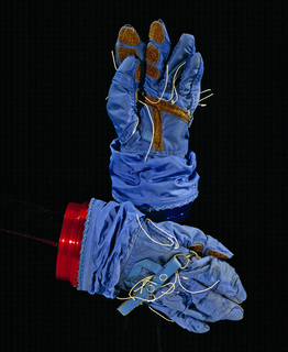 Glove: Manned Orbiting Laboratory, MH-7 (USA), 1968